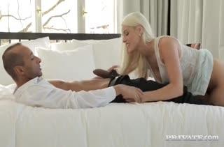 Блондинка Blanche Bradburry подставила попку под член