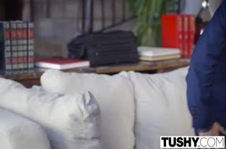 Молодая Taylor Sands красиво шпилится в попку