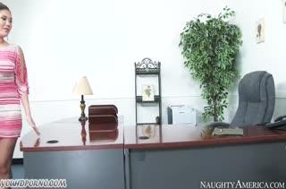 London Keyes положила глаз на крепкого негра в офисе #1
