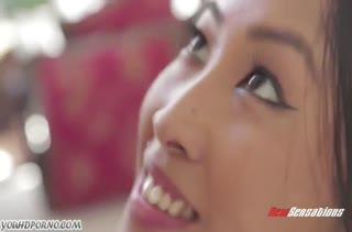 Молодая азиаточка умело сосет и садится на член верхом #5