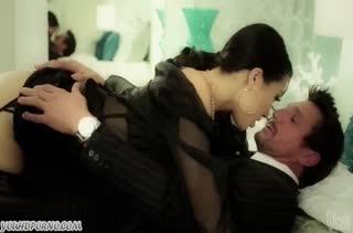 Горячую Asa Akira страстно шпилят крепкие самцы #1