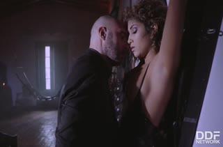 Кудрявая Venus Afrodita в латексе любит фетиш секс #2