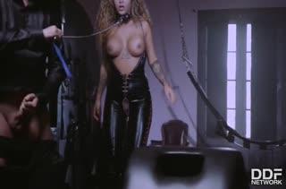 Кудрявая Venus Afrodita в латексе любит фетиш секс #4