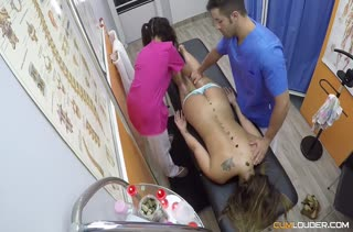 Доктор и ассистентка устроили оргию с пациенткой #2