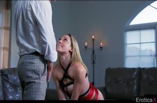 Жесткий секс с красивой Lily Labeau в БДСМ костюме #1