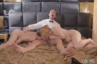 Богатый мужик кувыркается с двумя горячими шлюшками #5