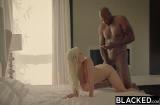 Черный самец посадил блондинку на свой большой кукан #6