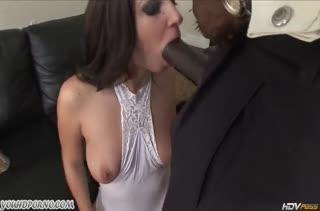 Jada Stevens в секс наряде предпочитает черных любовников