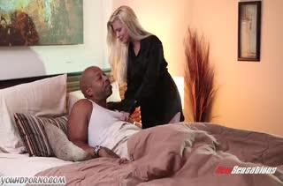 Черный мужик засадил блондинке нереально огромный болт #1