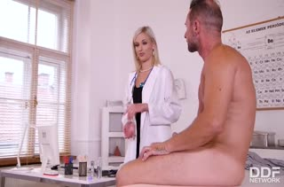 Красивая докторша Ria Sunn совратила пациента на секс #2