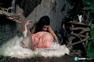 Грудастая амазонка Daylene Rio затащила бедолагу в постель #1
