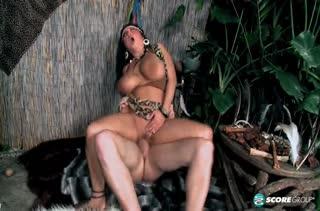 Грудастая амазонка Daylene Rio затащила бедолагу в постель #6