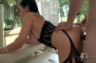 Aletta Ocean вырядилась в секс костюм и завела мужа