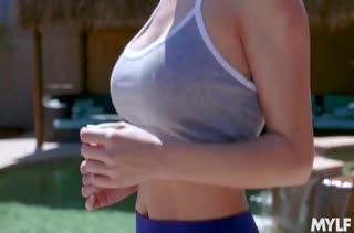 Спортсменка красиво мастурбирует после тренировки #2