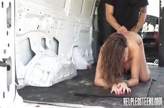 Брюнетка Ashley Adams расплатилась жестким сексом за автостоп #4