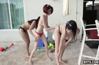 Неугомонные лесбиянки снимают любительскую групповуху