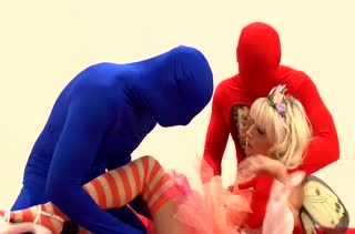 Мужики трахают в два члена гламурную принцессу #1