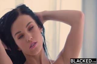 Брюнетка Megan Rain наслаждается черными членами #1
