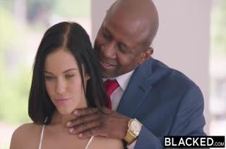 Брюнетка Megan Rain наслаждается черными членами #2