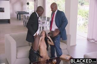 Брюнетка Megan Rain наслаждается черными членами #4