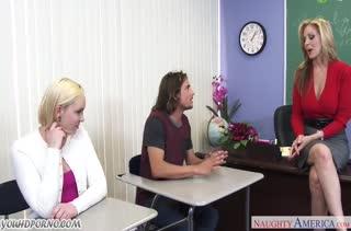 Студентка и училка замутили групповой секс с парнем #1