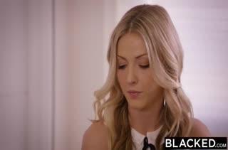 Красивые блондинки разводят негра показать член #1