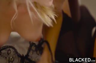 Две телочки нашли себе в пару черных самцов #6