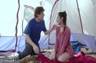 Симпатичная Lily Adams прыгает на члене в палатке #1