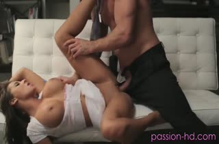 Роскошной Madison Ivy требуется большой пенис