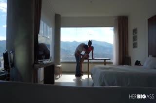 Худышку Indira Uma трахают раком в отеле перед окном