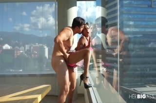 Худышку Indira Uma трахают раком в отеле перед окном #6