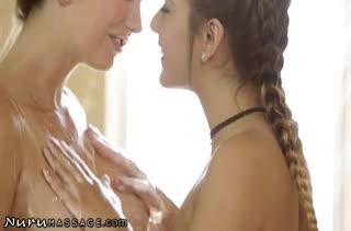 Две лесбиянки занялись красивым сексом прямо в ванной #2