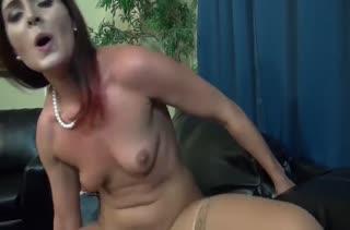 Рыжая подруга разбудила парня голыми сиськами #5