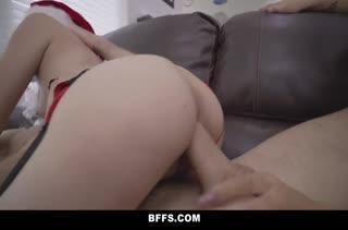 Девочки в секс нарядах замутили порно с Санта Клаусом #6