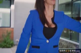Две зрелые силиконовые лесбиянки смачно лижут вагинки #1