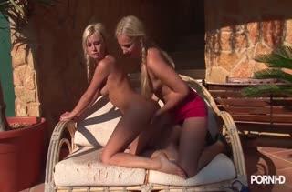 Красивые блондинки лесбиянки устроили секс массаж #3
