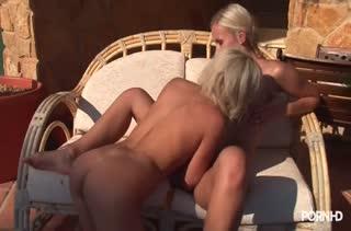 Красивые блондинки лесбиянки устроили секс массаж #5