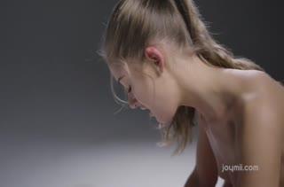 Молодая деваха отдалась в ласковые лапы массажиста #4