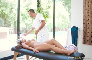 Голая Reena Sky отдалась в лапы крепкого массажиста #2