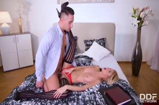 Missy Luv заводит своего парня сексуальным бельем #5