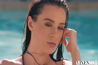 Lana Rhoades пригласила соседа поплавать соседа в бассейне #1