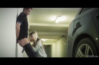 Молодая русская блондинка устроила порно на парковке #4