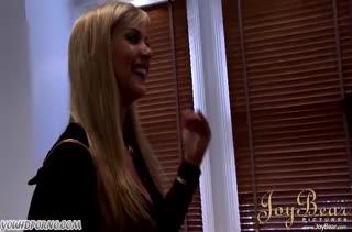Блондинка повелась на накаченный пресс негра #1
