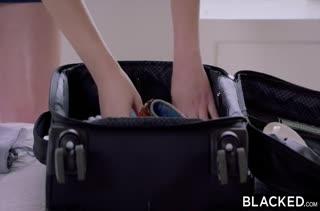 Милашка Zoe Parker нагнулась перед черным гостем #1