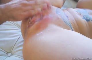 Anna Bell Peaks с большими дойками испытала смачный трах