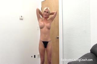 Блонди с большими сиськами проходит порно кастинг #2