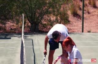 Теннисистка Lauren Phillips знает как снять стресс после игры #1