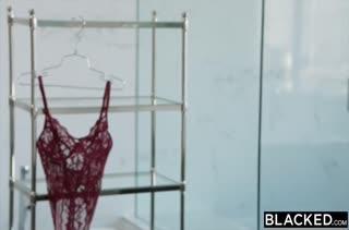 Пышную Kimberly Brix удовлетворяет здоровый черный кукан #1