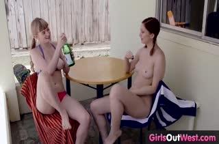Две молодые лесбиянки красиво ублажают друг дружку