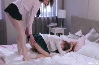 Лесбиянки улеглись в постель и начали красиво трахаться #4